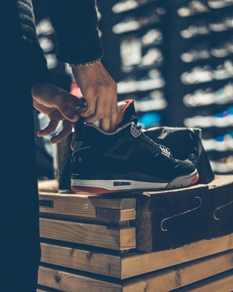 Air Jordan 4 BRED